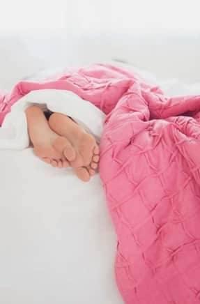 feet-bed-sleep